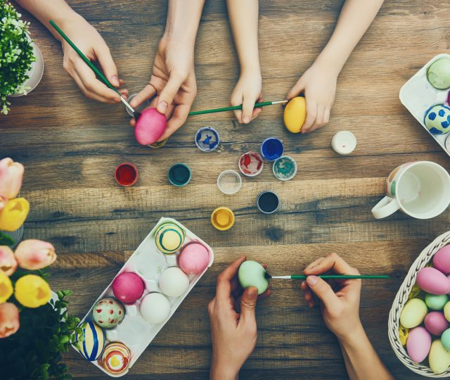 Family-painting-Easter-eggs